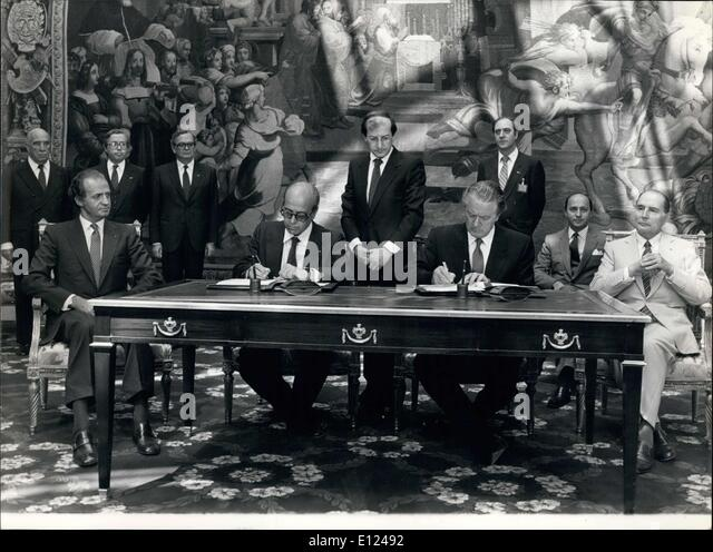 Jul. 09, 1985 - Spanish Minister of Foreign Affairs Ferdnandez Ordonez, French Minister of Foreign Affairs Roland - Stock Image