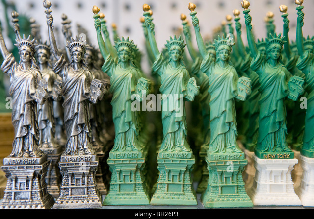 statue of liberty gift shop stock photos statue of liberty gift shop stock images alamy. Black Bedroom Furniture Sets. Home Design Ideas