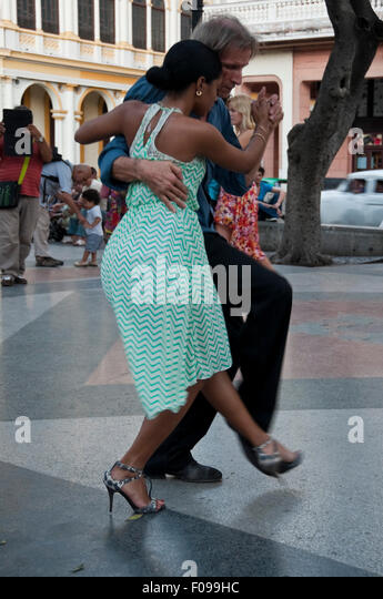 Vertical view of Cubans dancing Tango in the street in Havana, Cuba. - Stock Image