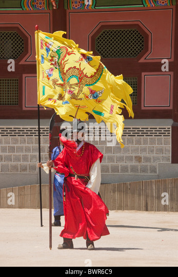Ceremonial guards with flags at Gyeongbokgung Palace Seoul South Korea. JMH3875 - Stock Image