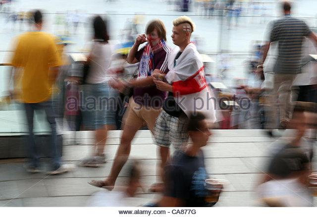 24/06/2012 Kiev. Euro 2012 Football. England v Italy. England fans arrive at the Olympic Stadium. Photo: Mark Leech. - Stock-Bilder