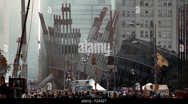 Remains of the World Trade Center on Friday, Sept. 14, 2001. Firemen and rescue workers gather at the ruins during - Stock-Bilder