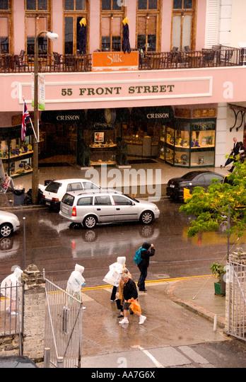 Bermuda Hamilton tourists downtown rain rainy day - Stock Image