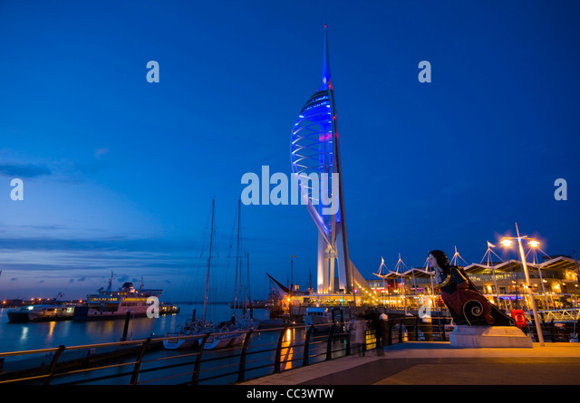 UK, England, Hampshire, Portsmouth, Gunwharf Marina, Spinnaker Tower - Stock-Bilder