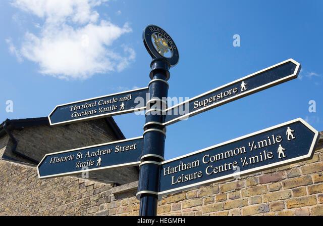 Signpost to attractions, Hartham Lane, Hertford, Hertfordshire, England, United Kingdom - Stock-Bilder