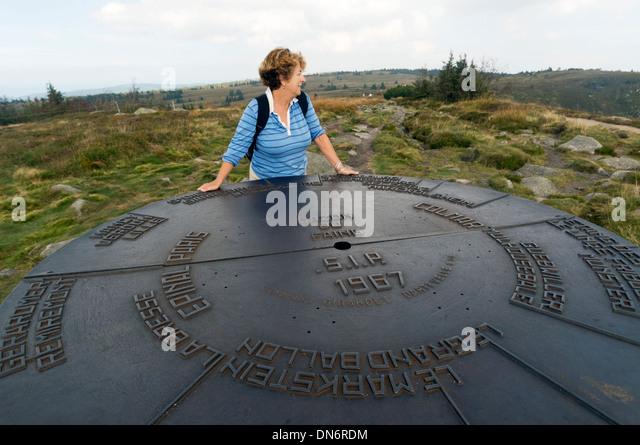 Elk213-2960 France, Alsace, Route des Cretes, Gazon de Faing, lookout with woman - Stock Image