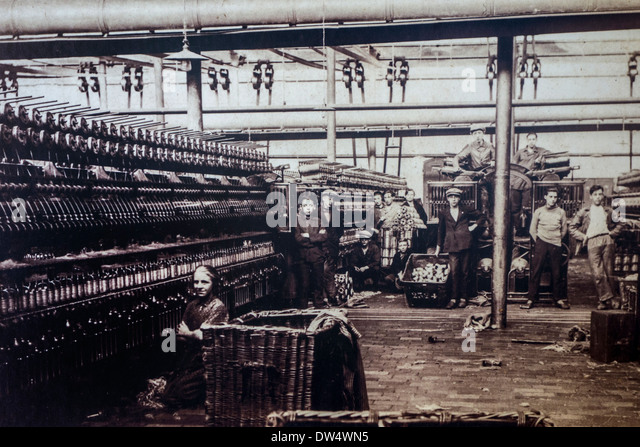 Old early twentieth century archival picture of child labourers working in the textile industry in spinning mill - Stock Image