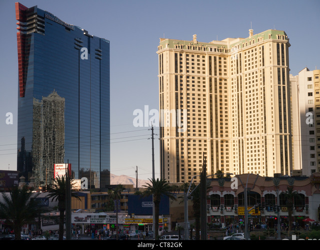 Book the Hilton Grand Vacations on the Las Vegas Strip - Located amid the continuous action on the Las Vegas Strip, this newly renovated, non-gaming Hilton is on the north end of The Strip, a mile from the convention center and close to casinos.
