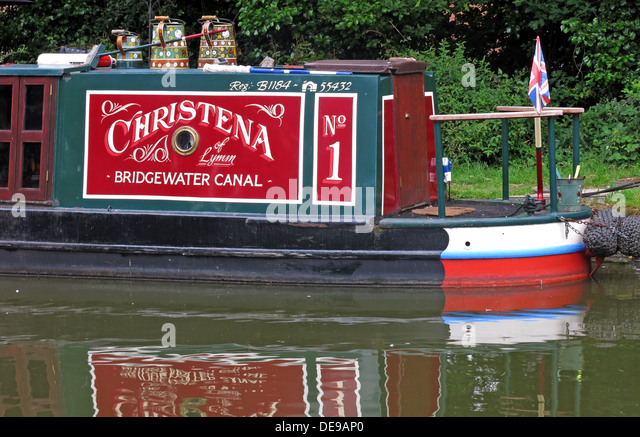 Bridgewater Canal barge in red & green, at Grappenhall, Cheshire, England, UK - Stock Image