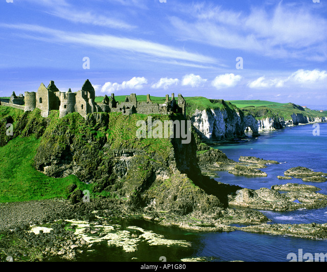 GB - NORTHERN IRELAND: Dunluce Castle - Stock-Bilder