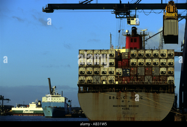 K-Line container ship Mackinac Bridge unloading at Landguard terminal at the Port of Felixstowe in Suffolk,  UK. - Stock Image