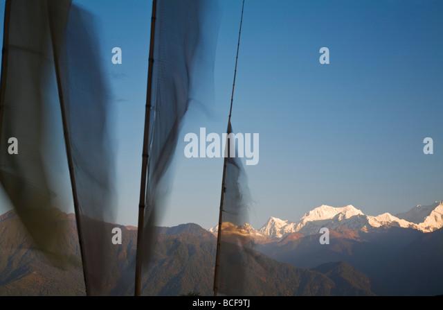India, Sikkim, Pelling, Upper Pelling, Prayer flags and Kanchenjunga,  Kangchendzonga range - Stock-Bilder
