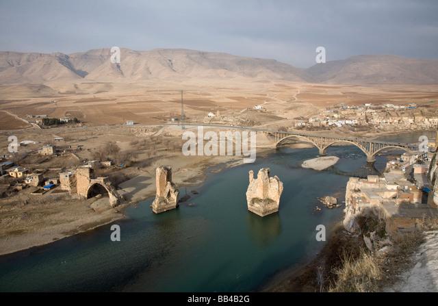 Tigris River running past Hasankeyf in Eastern Turkey. - Stock-Bilder