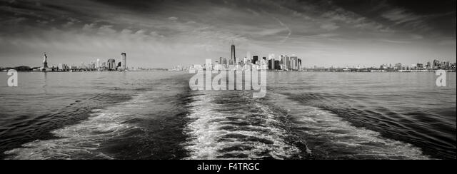 Panoramic  Black & White New York skyline with Lower Manhattan and Financial District's skyscrapers and - Stock Image