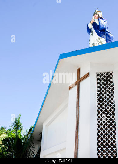 Statue of the Virgin Mary on the roof of the Church of the Immaculate Conception, Isla Mujeres,Mexico - Stock-Bilder