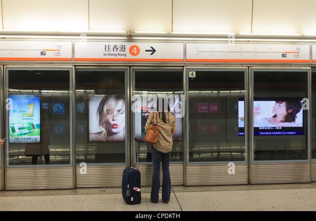 Waiting for a train, Mass Transit Railway (MTR), Hong Kong, China, Asia - Stock Image