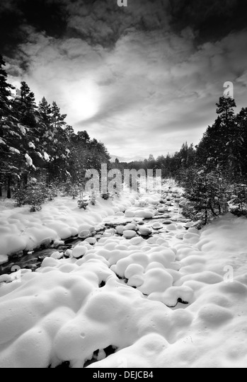 Frozen river in Aviemore, in one of the UK's coldest winters for 20 years - Stock-Bilder
