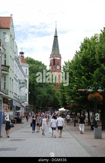 Boulevard Monte Cassino of Sopot and the Saint George's church. - Stock Image