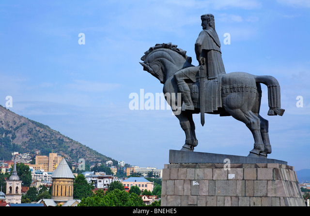 Statue of King Gorgasali overlooking the city, Avlabari, Tbilisi, Georgia - Stock-Bilder