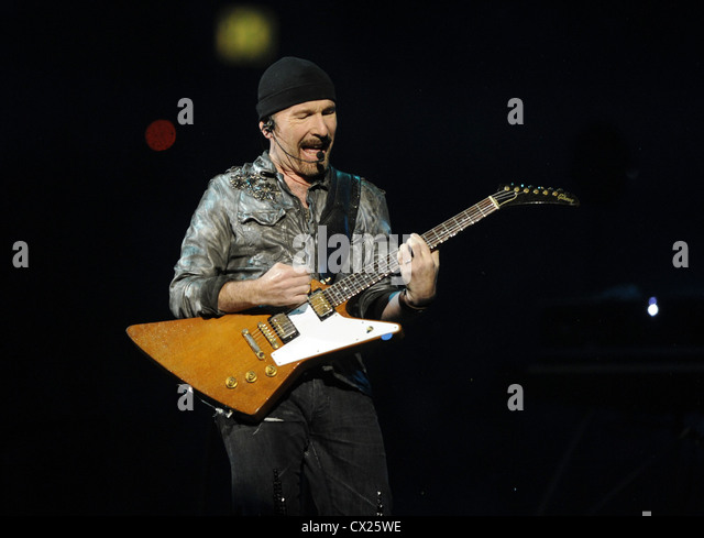 ITAR-TASS: MOSCOW, RUSSIA. AUGUST 26, 2010. U2 guitarist The Edge performs at Moscow's Luzhniki Stadium. The - Stock Image