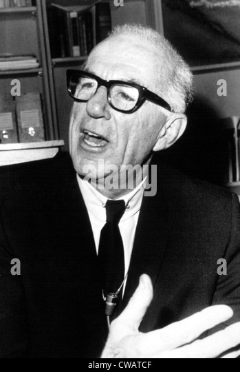 DR. BENJAMIN SPOCK, 1968. Courtesy: CSU Archives / Everett Collection - Stock Image