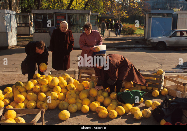 Russia former Soviet Union St. Petersburg produce vendor - Stock Image