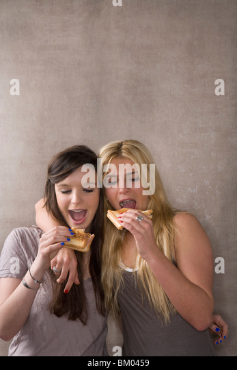 Friends eat sandwich together - Stock-Bilder
