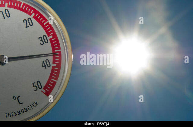 ILLUSTRATION: A thermometer marks 36 degrees centigrade at a beach of the Helene Lake near Frankfurt at the river - Stock Image