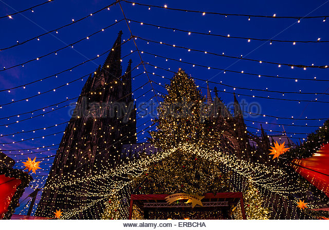 christmas market xmas tree stars starry firmament screen illumination Cologne cathedral tower evening night Germany - Stock Image