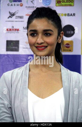 Bollywood actor Alia Bhatt  during the pups and kitten adoption camp in Mumbai, India on November 26, 2016. - Stock-Bilder