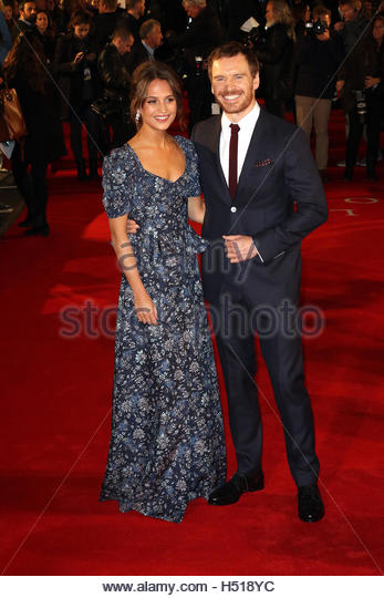 London, Uk. 19th Oct, 2016. Alicia Vikander and Michael Fassbender pose on the red carpet for the premiere of the - Stock Image