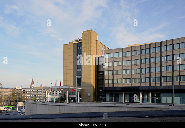 Intercity Hotel in Wuppertal, Germany stands near the Hauptbahnhof. - Stock-Bilder