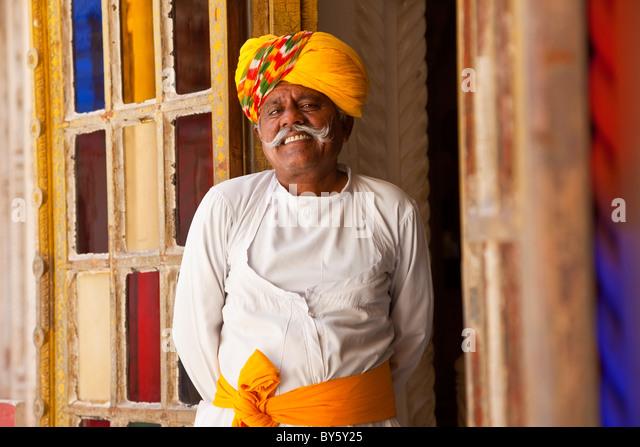 Palace attendent in doorway, Meherangarh Fort, Jodhpur, Rajasthan, India Rajasthan, India - Stock-Bilder