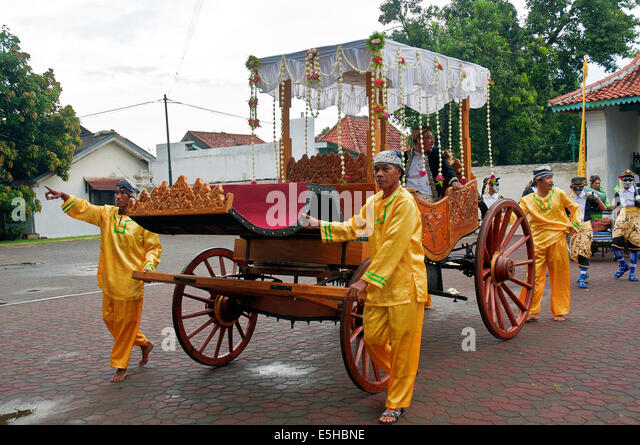 Three wagons and carts sultan palace in Cirebon Carnival of Cultures Ciayumajakuning participate in a series of - Stock-Bilder
