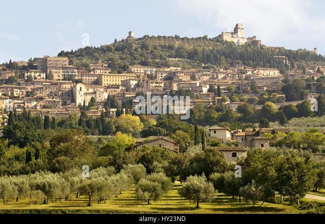 Blick auf die historische Innenstadt von Assisi dem malerisches Städtchen an den Hängen des - Stock-Bilder