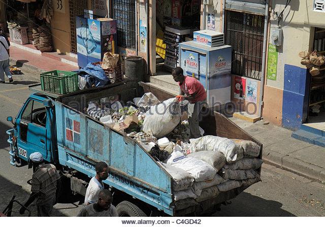 Santo Domingo Dominican Republic Ciudad Colonia Mercado Modela market street scene trash waste management collection - Stock Image