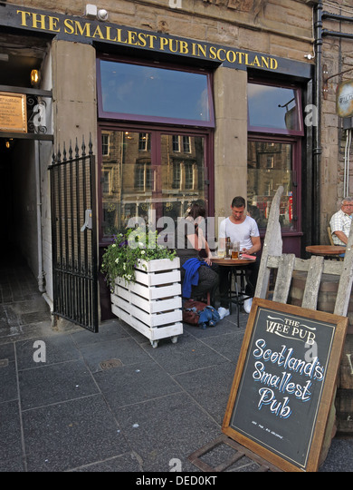 The Smallest Pub in Scotland, Grassmarket, Edinburgh, Scotland, UK - Stock Image