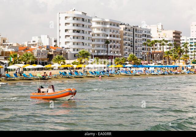 Larnaca seafront, Finikoudes, promenade. - Stock Image