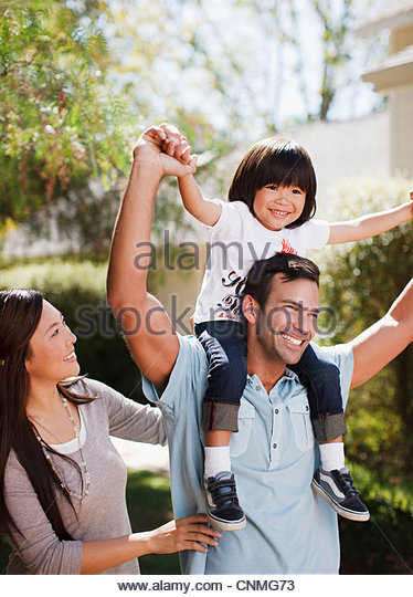 Family walking together outdoors - Stock-Bilder