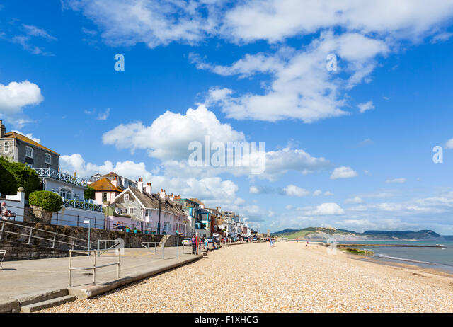 The town beach and Marine Parade, Lyme Regis, Lyme Bay, Jurassic Coast, Dorset, England, UK - Stock Image