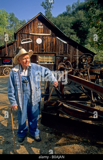 Steven Goble Owner Steves Antiques Fiddletown Amador County California - Stock Image