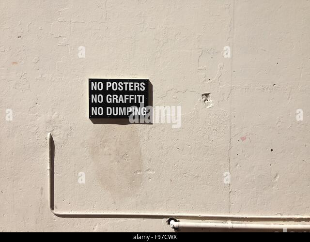 Sign On Wall - Stock-Bilder