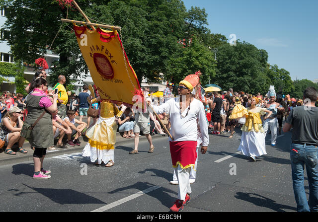 Participants at the Karneval der Kulturen (Carnival of Cultures), one of the main urban festivals in Berlin - Stock-Bilder