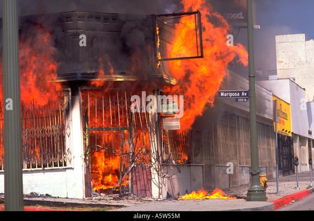 Painet hl0988 scene los angeles riots 1992 california destruction fire flames burning building riot unrest apocalypse - Stock Image