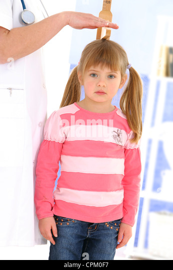 MEASURING HEIGHT IN A CHILD - Stock Image