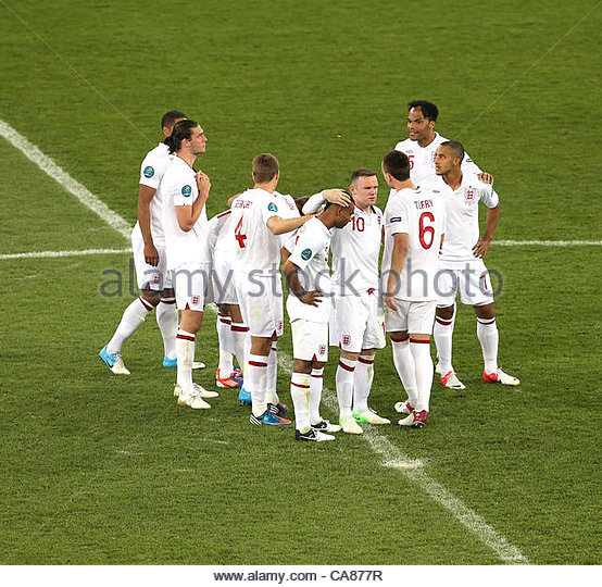 24/06/2012 Kiev. Euro 2012 Football. England v Italy. Wayne Rooney consoles Ashley Cole after Italy had scored their - Stock-Bilder