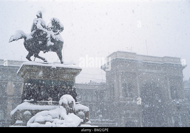 Snow falling on the statue of Vittorio Emanuele, Milan, Lombardy, Italy - Stock Image