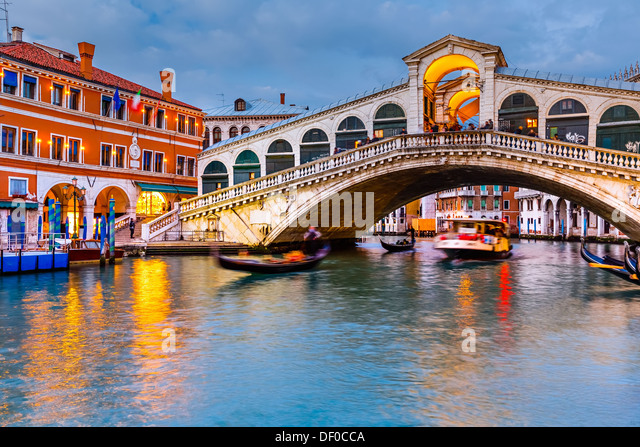 Rialto Bridge at dusk - Stock-Bilder