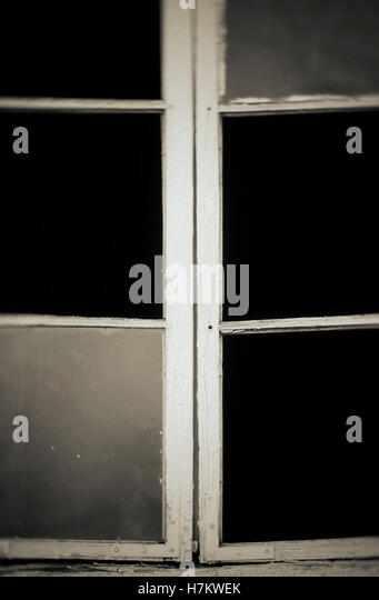 Old broken window with missing glass. Abandoned house detail. - Stock-Bilder