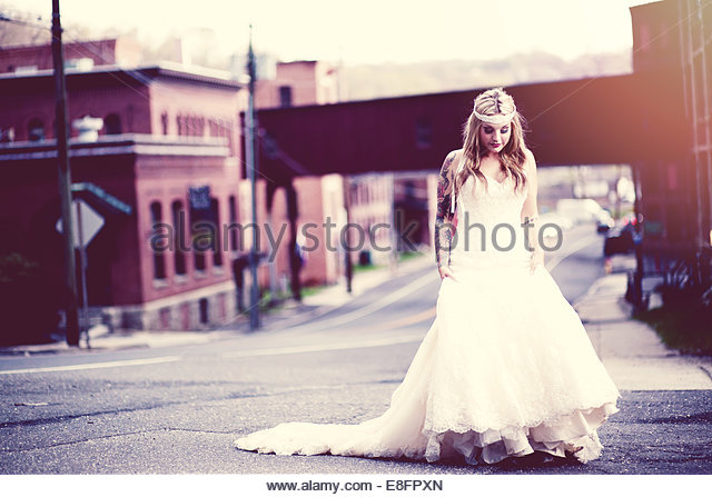 Bride walking down street - Stock-Bilder